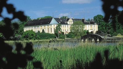 Gavnö slott - känt för sina hav av tulpaner. Blomsterprakt.