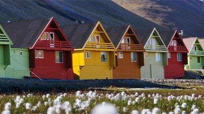 Färggranna hus i Longyearbyen, Svalbard. Foto: Shutterstock