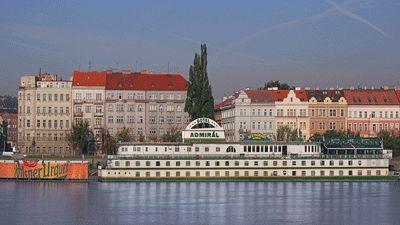 Båten utifrån Botel Admirál Prag